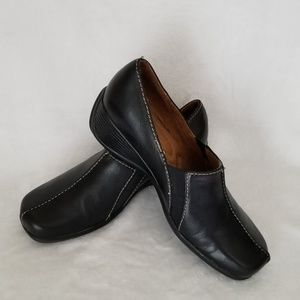 Naturalizer leather slip ons